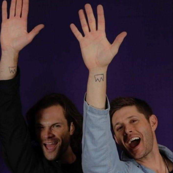 """1,700 curtidas, 10 comentários - Jensen's Always (@jensensalways) no Instagram: """"J3 ( Jensen, Jared e Jeffrey) fizeram a tatuagem W homenagem a amizade deles"""""""