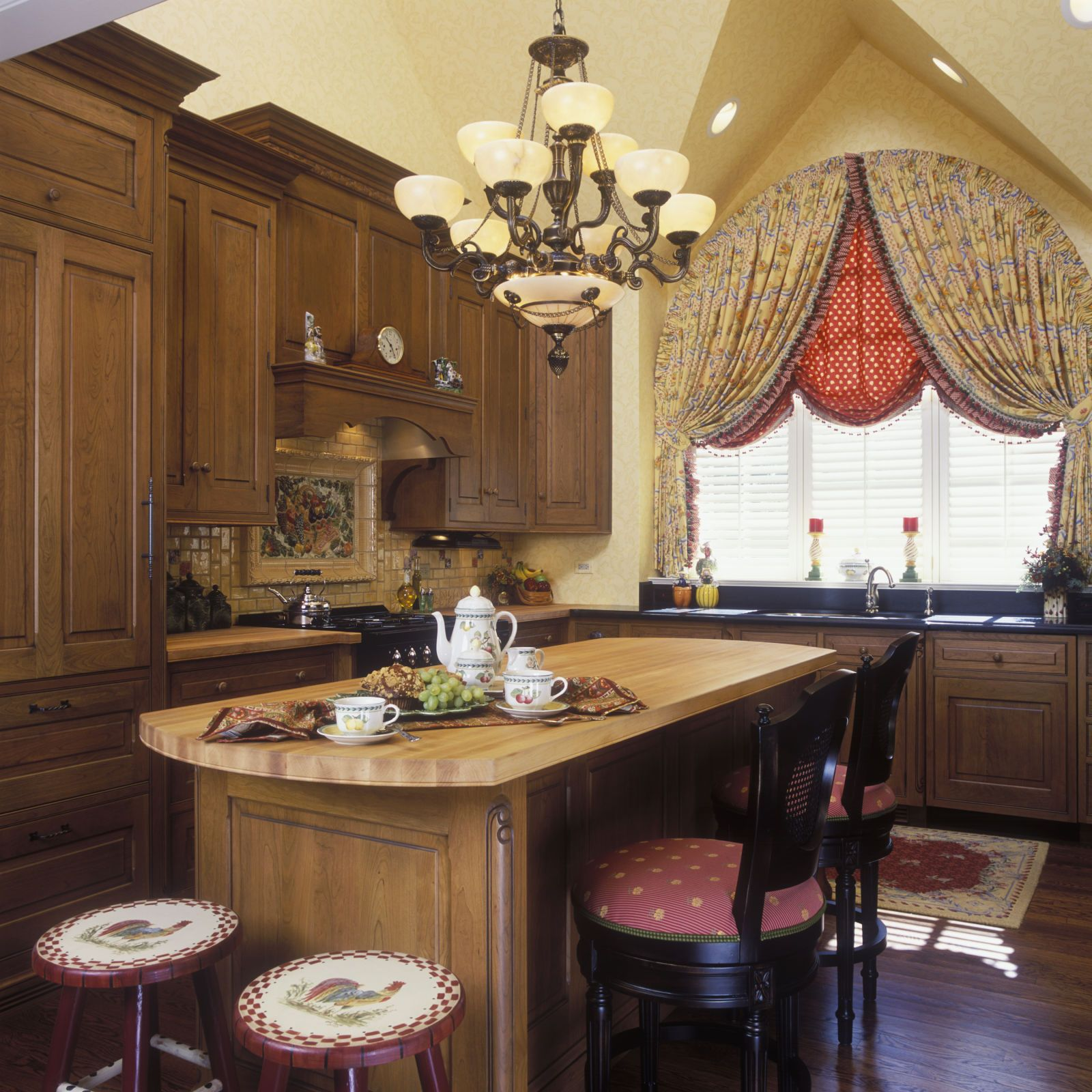 Whatus the difference a french country kitchen vs english country