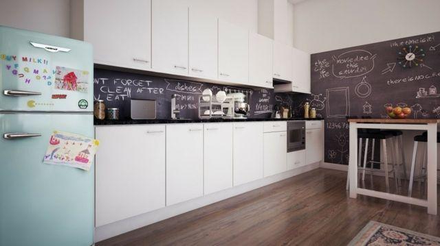 k che r ckwand tafelfarbe wei e grifflose t re k che. Black Bedroom Furniture Sets. Home Design Ideas