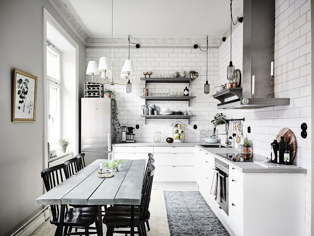 Light grey walls kitchen