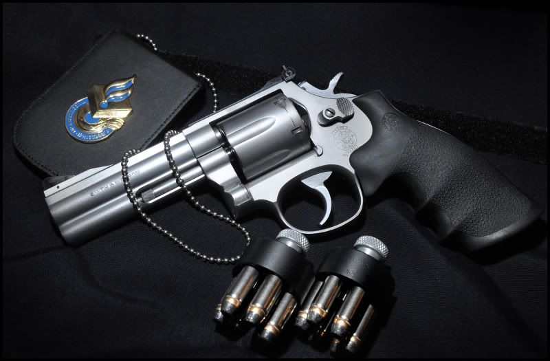 A Picture Of Smith Wesson 686 357 With 4 Barrel And Speed Loaders