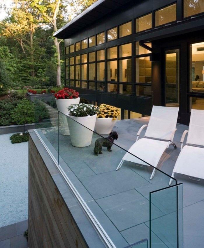 Rahmenlose Glas-geländer Und Rundstab Aus Stahl Als Befestigung ... Balkongelander Ideen Material Design