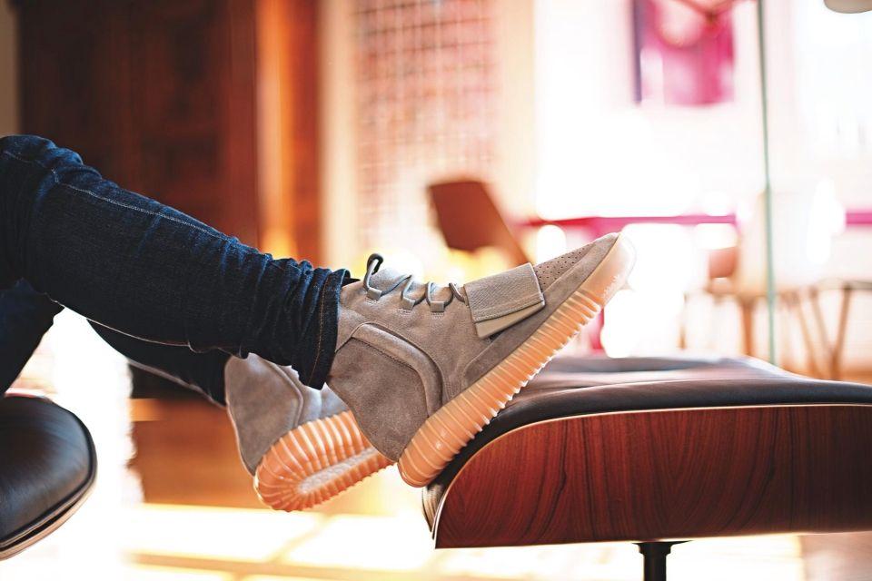 c446dab33cbe adidas Yeezy 750 Boost Grey Gum