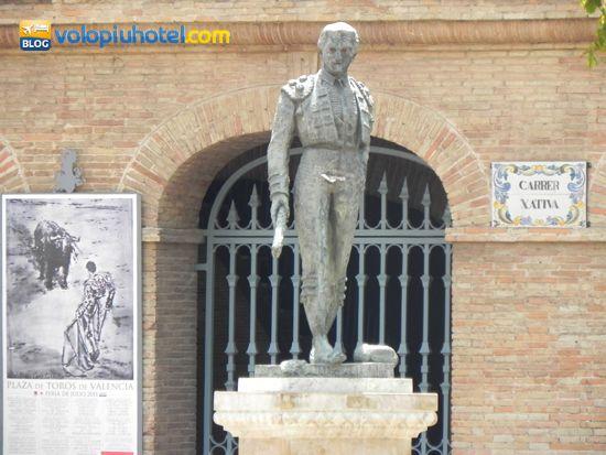 Statue di famosi toreri allesterno della Plaza de Toros