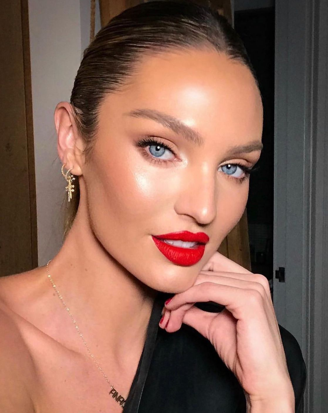 Candice Swanepoel Highlighter And Glossy Red Lipstick Gorgeous