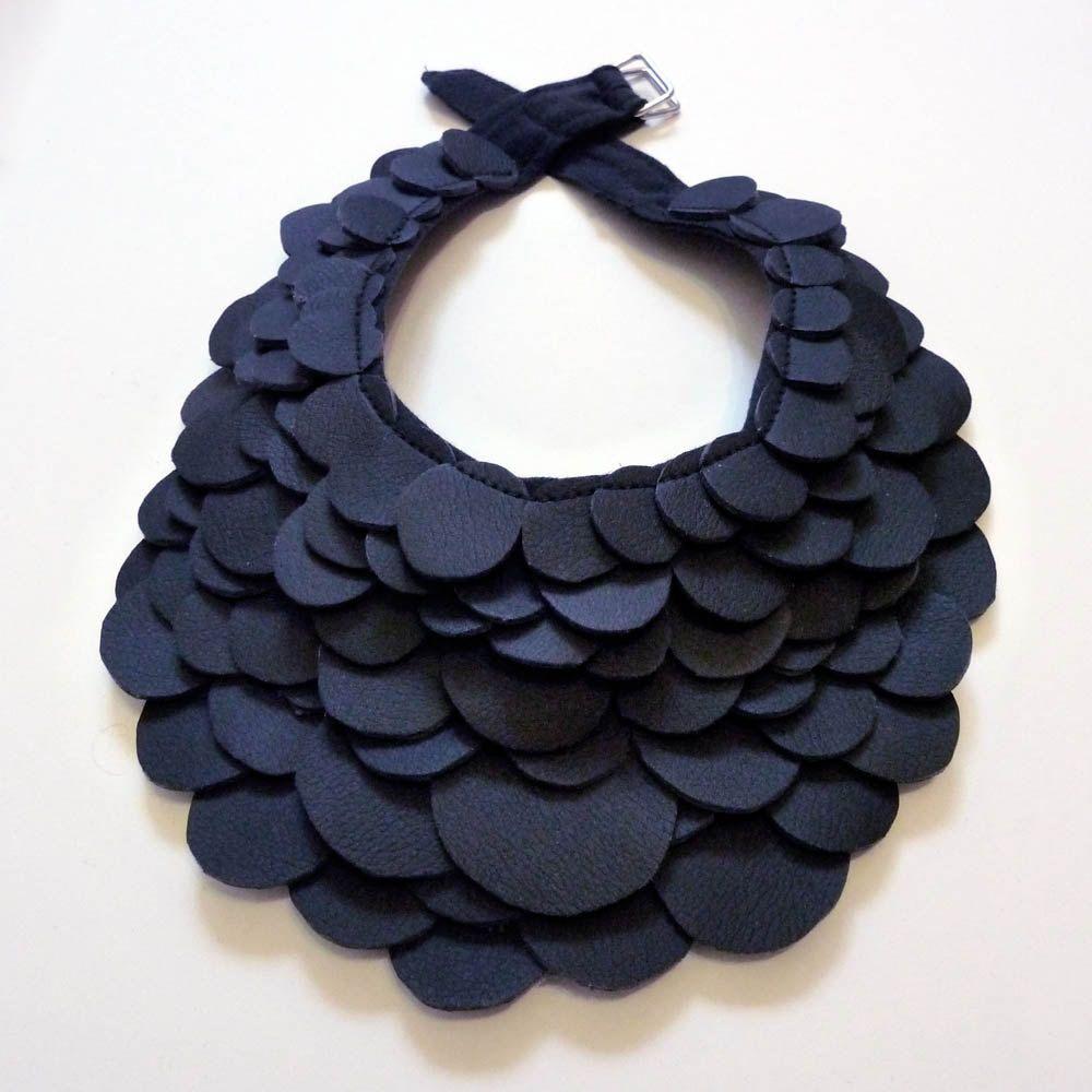 Holly felt necklace