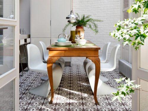 Come abbinare tavolo antico e sedie moderne Tavoli