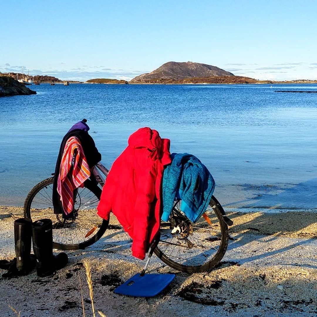 Klesstativ Til Badet The Bicycle Serves As A Clothes Rack When
