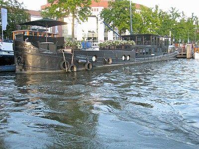 exklusives hausboot mit wunderbarer aussicht im zentrum von amsterdam platz f r bis zu 2. Black Bedroom Furniture Sets. Home Design Ideas