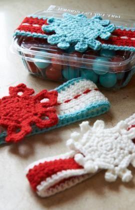 Snowflake Sweet Treat Wrapper Free Crochet Pattern from Red Heart Yarns