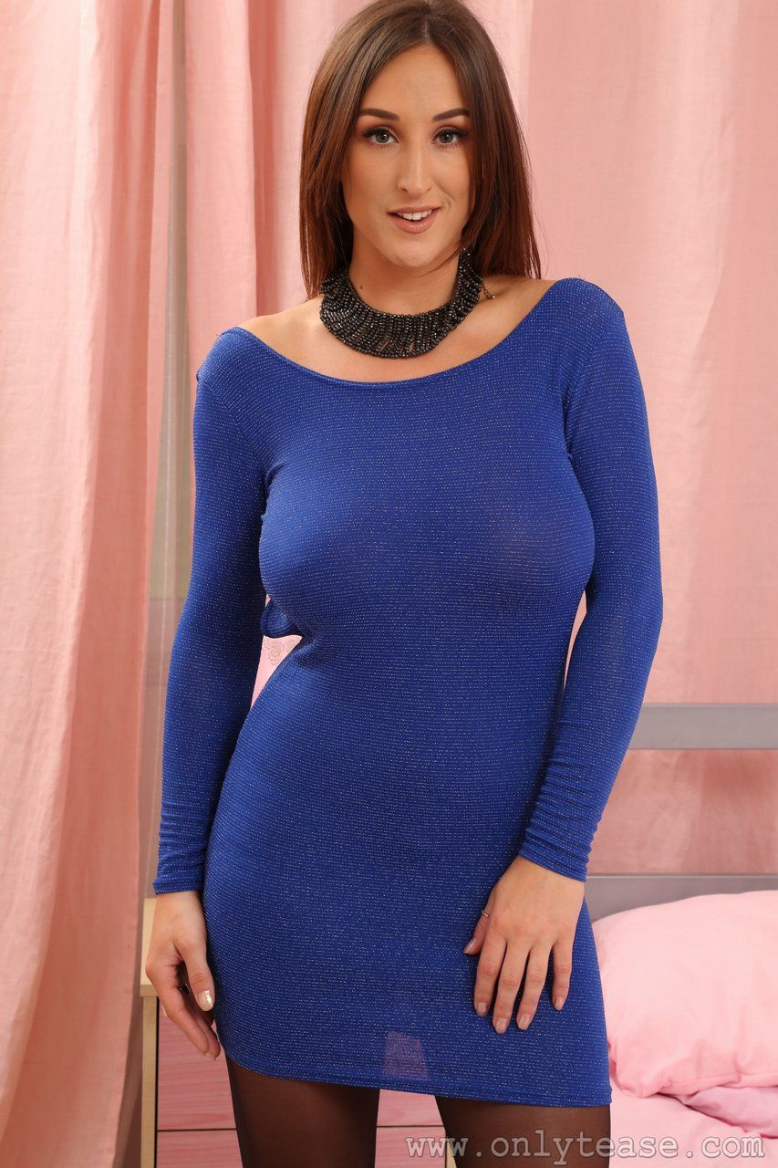 stacey-poole-sexy-huge-boobs-show-in-blue-dress-1 (853×1280