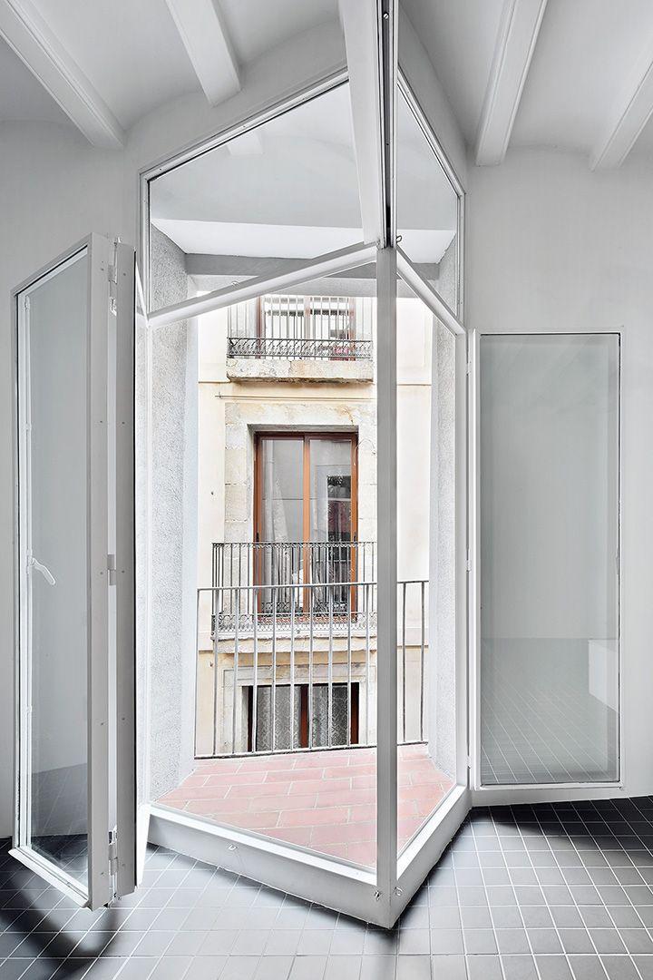 ARQUITECTURA-G finaliza las obras de reforma de una vivienda de 65m2 en el Barrio gótico, Barcelona.