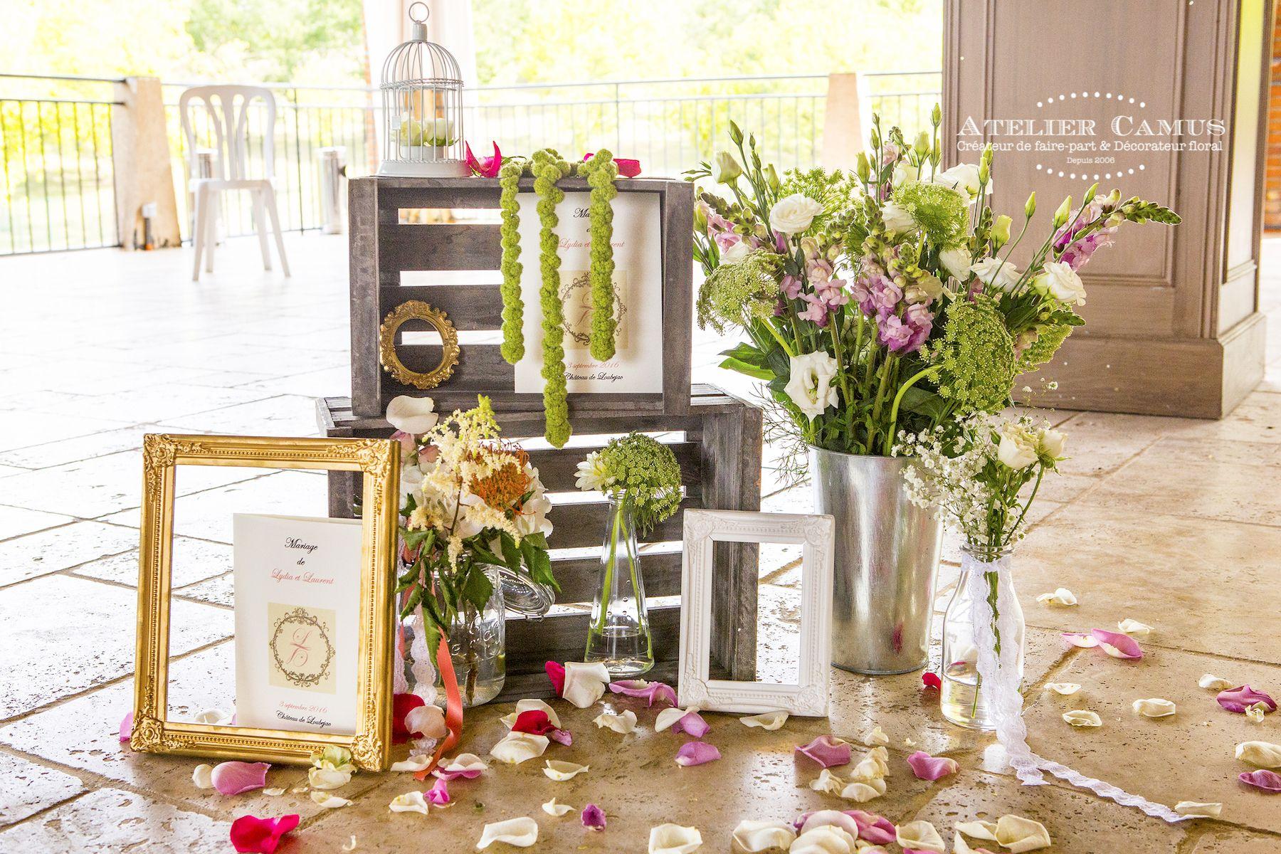 Décoration mariage vintage. Cagettes, bouquets champêtre et cadres on
