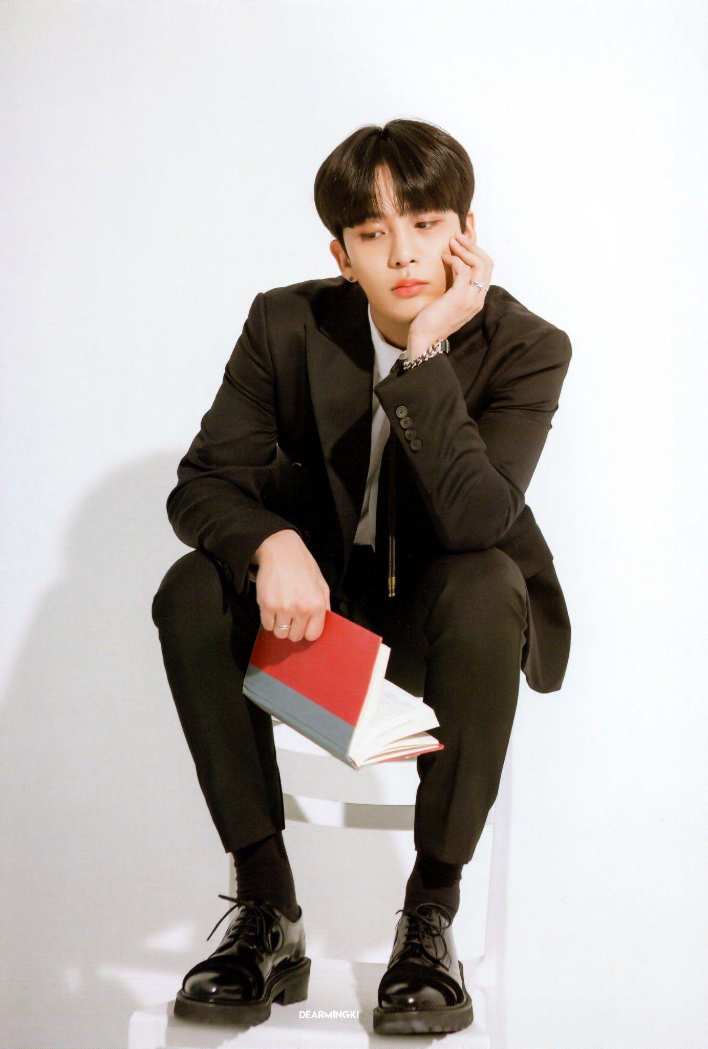 Pin By Aalyiah On Jongho Ateez In 2020 1999 Songs Kpop Memes One Team