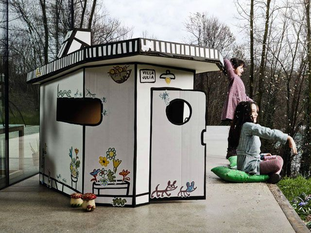Play outside whith Villa Julia by Magis! #magis #kidsoutdoor #outsidefurnuiture More ispirations: https://www.facebook.com/TralhaoDesignCenter/