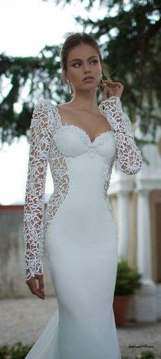 Robe de mariee pres du corps avec dentelle