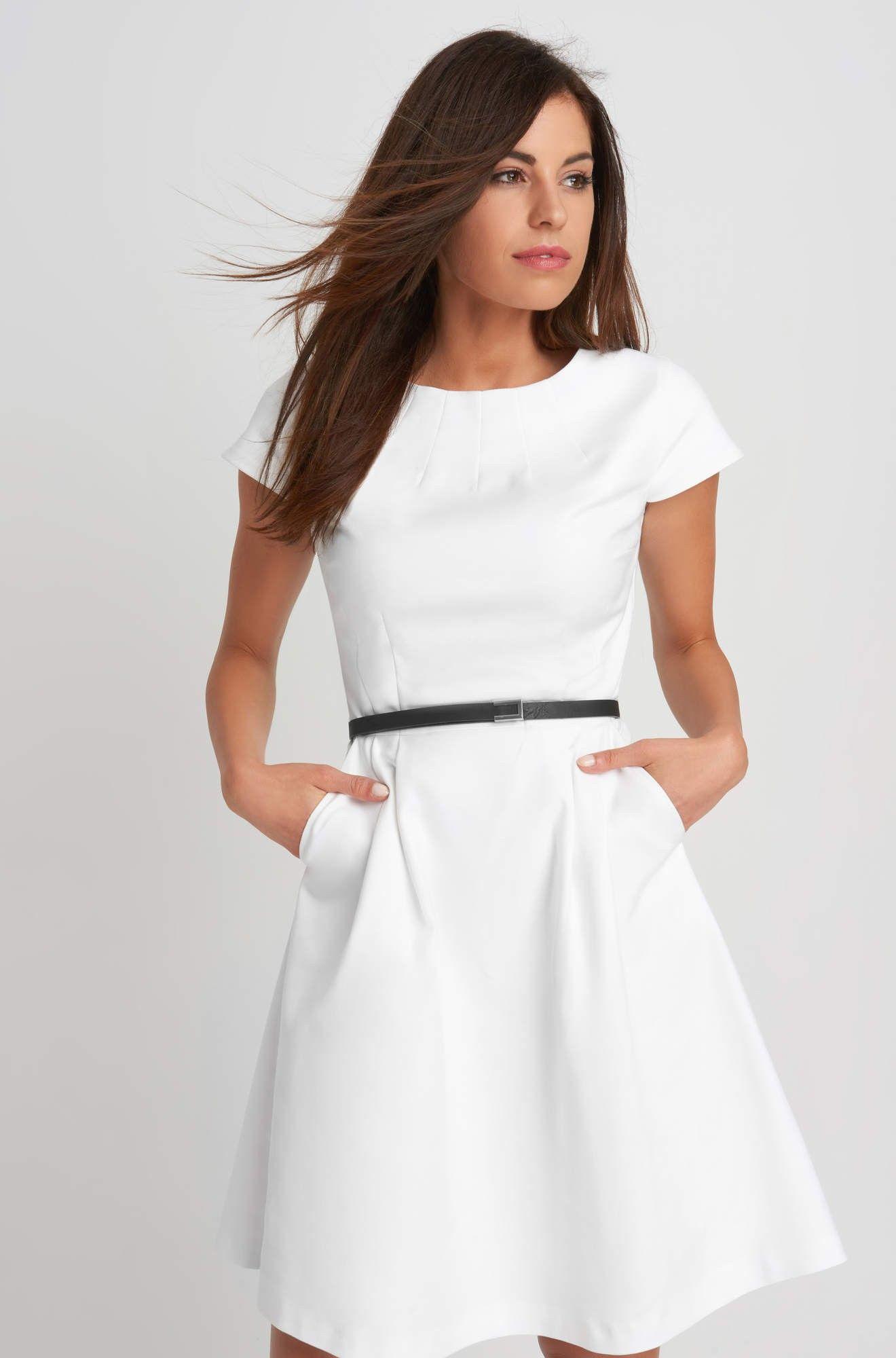 5b1e6bea18 Rozkloszowana sukienka z paskiem