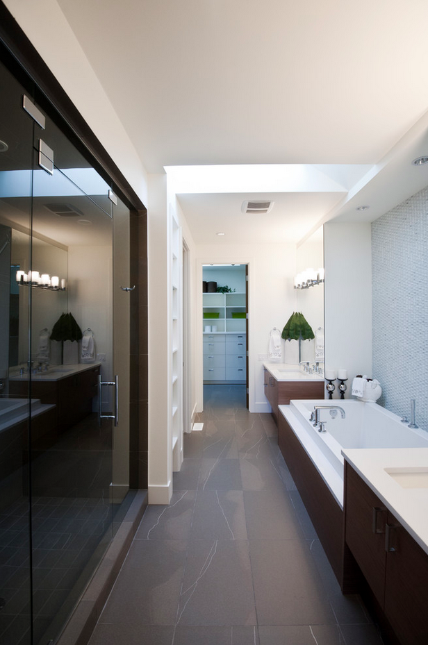 Attrayant Awesome Long Narrow Bathroom Design Ideas: Exciting Long Narrow Bathroom  Design Ideas Glass Slide Door