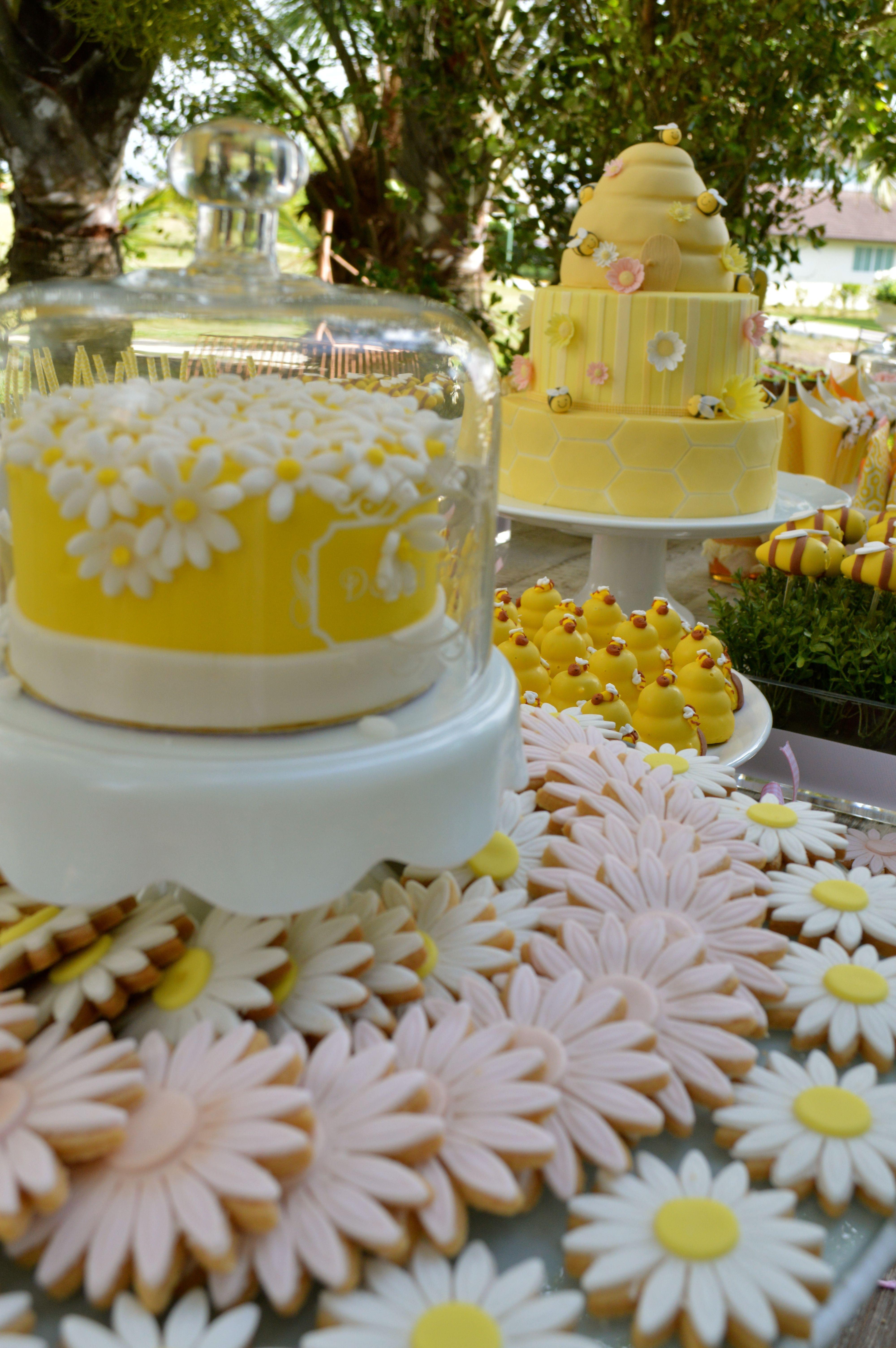 Uma Festa De Abelhinhas Para Maria Sophia Bee Partycristinaparty Themesbirthday