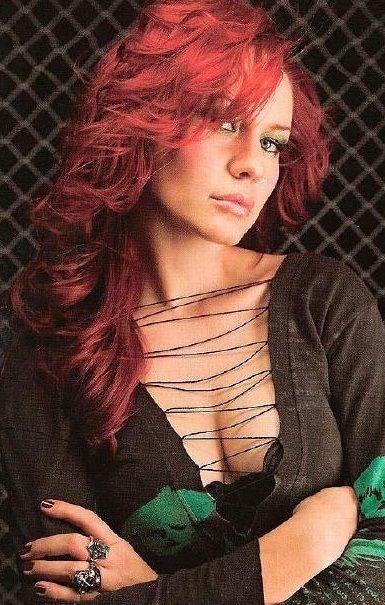 Nadja Peulen (bajista) – Coal Chamber | Mujeres del rock ...  Nadja Peulen (b...