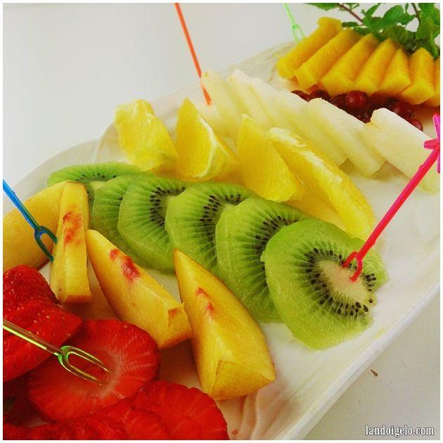 El poste de hoy: fresas, nectarina, kiwi, naranja, melón, grosellas y mango vía landoigelo.com