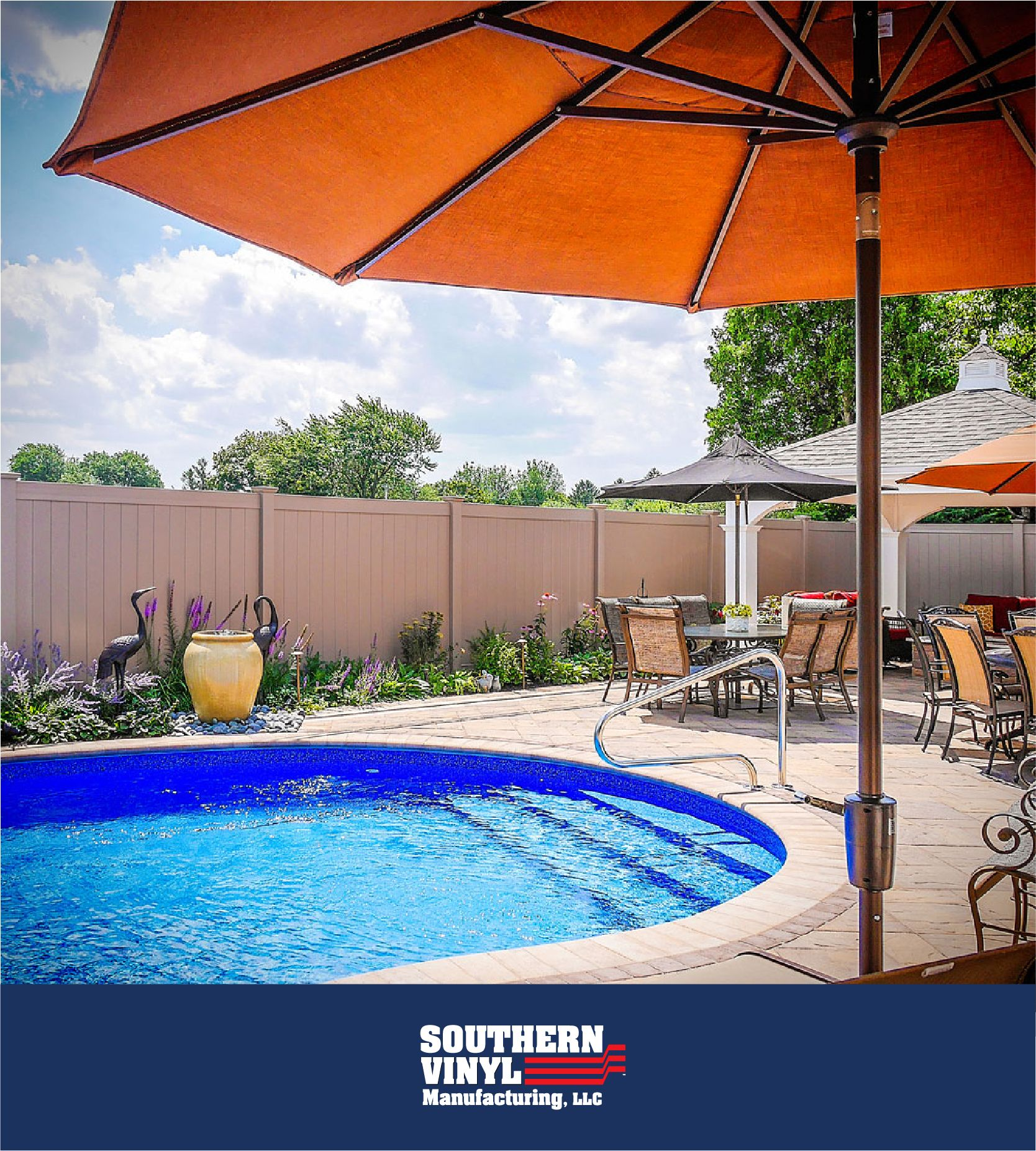Bring Color To Your Plan With Paint Free Privacy Fences By Southern Vinyl Available In 30 Colors Vinyl Fence Backyard Fences Fence Design