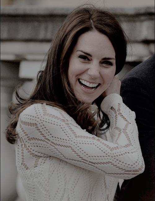 """The Duchess of Cambridge going from super dork™ to flawless queen™ in .06 seconds. """