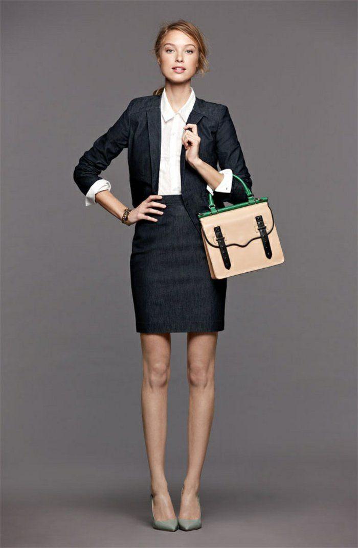 la jupe crayon pour aller au bureau, femme élégante, blonde fille avec un  sac a main 534d9b679f40