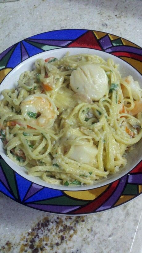 Linguini alfredo with poached sea scallops and prawns - exceptional dish!