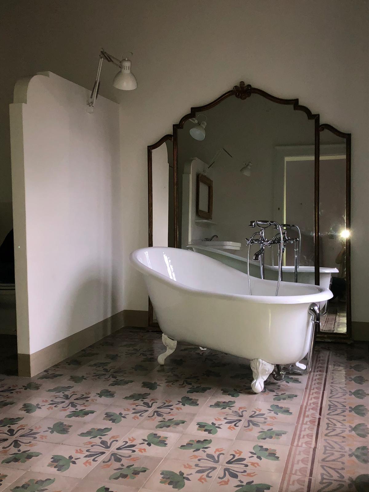 Mobili Da Bagno Como.Pin Di Ginger Lab Su Inspiration Bathroom Vasca Da Bagno