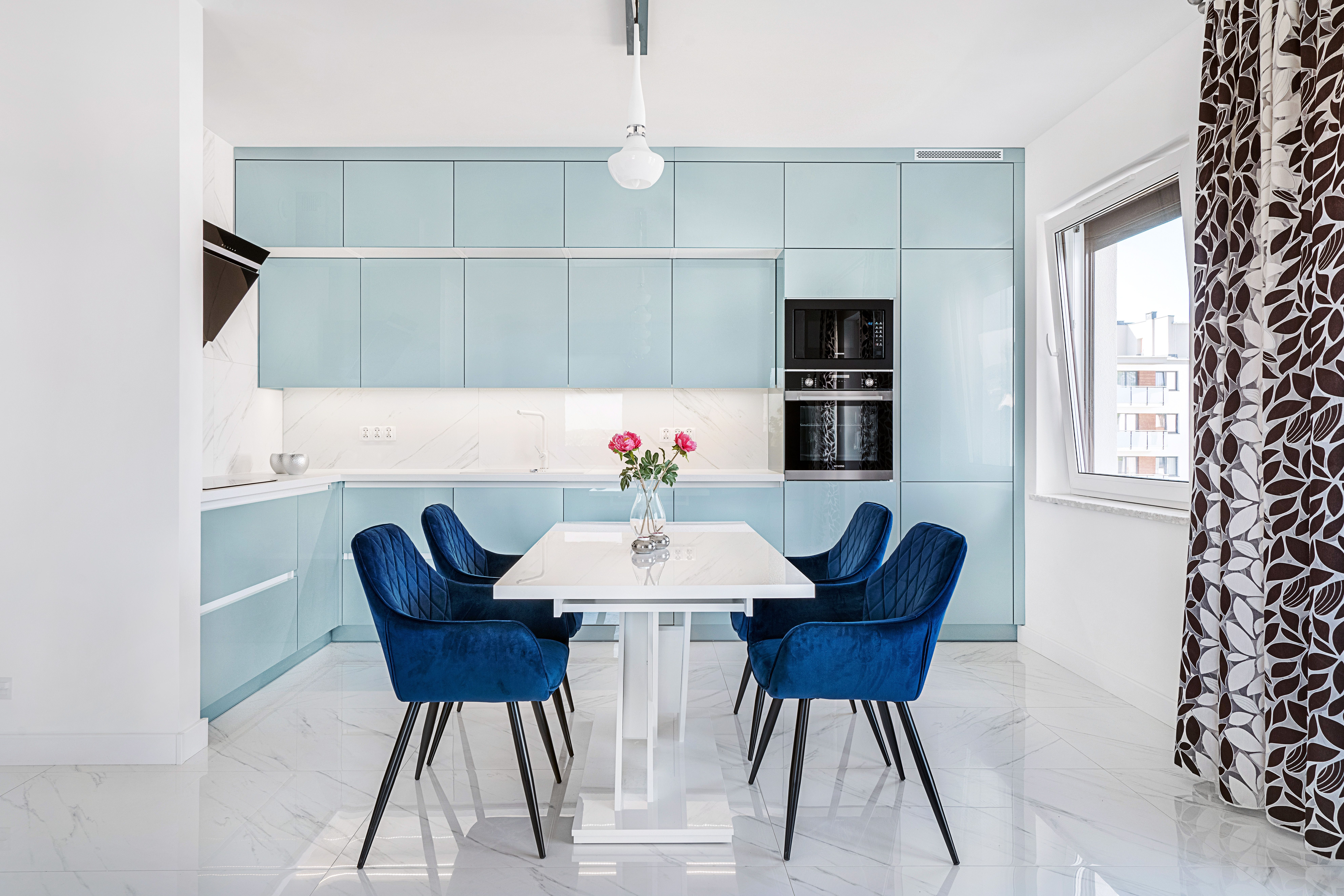 Nieoczywisty Kolor W Polaczeniu Z Prosta Forma Tworzy Przestrzen Niebanalna A Zarazem Bardzo Przyjemna W Odbiorze Wizualnym Kuchnia Home Decor Furniture Home