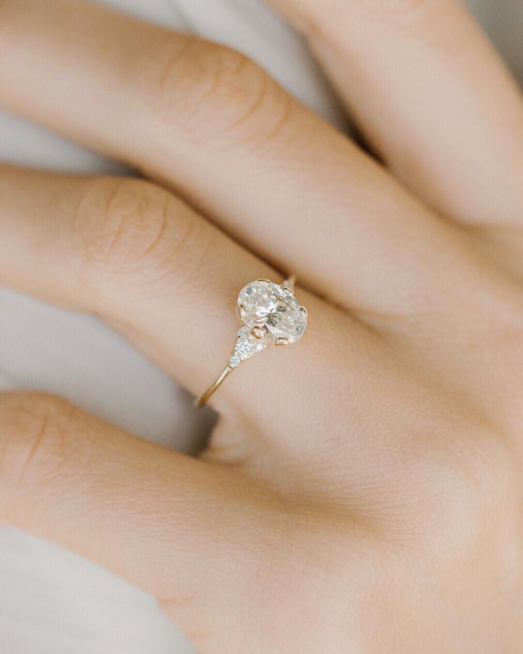 We finally did it! This new oval Lady's Slipper ring features the largest diamond yet at 1.2ct. Still with a low profile and delicate… #decorationengagement
