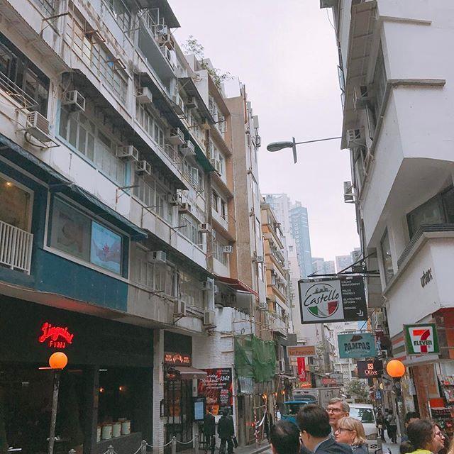 찍는 곳곳이 화보가 되었던 소호거리..! #soho #hongkongsoho #awesomehongkong #travelgram #travel #여행스타그램 by priscilla_minjoo. hongkongsoho #awesomehongkong #travel #soho #여행스타그램 #travelgram #eventprofs #meetingprofs #popular #trending #events #event #travel #tourism [Follow us on Twitter (@MICEFXSolutions) for more...]