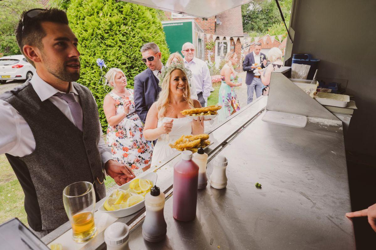 Diy weddings under 3000 - A Beautiful Back Garden Wedding That Cost Just 3 000