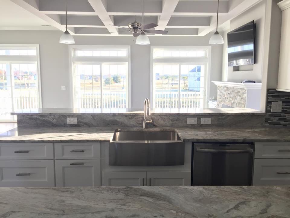Best White Kitchen Fantasy Brown Quartzite White Cabinets 640 x 480