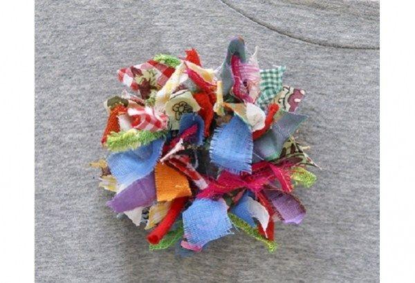 Photo of Tutorial: Scrap fabric wreath brooch