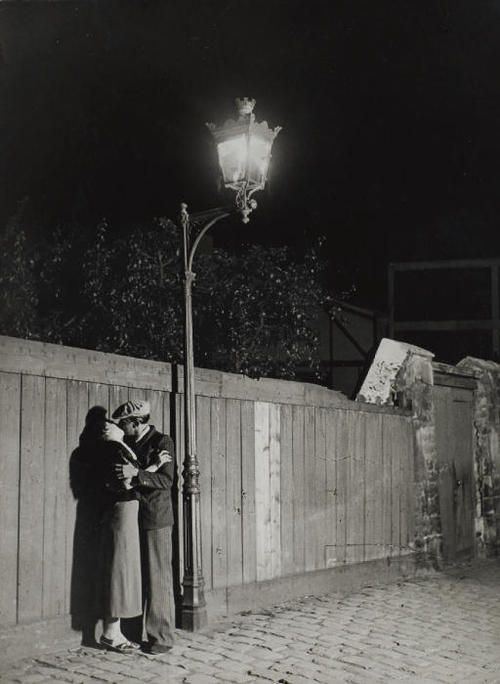 Amorous couple in the Quartier Italie, 1932, photo by Georges Brassai