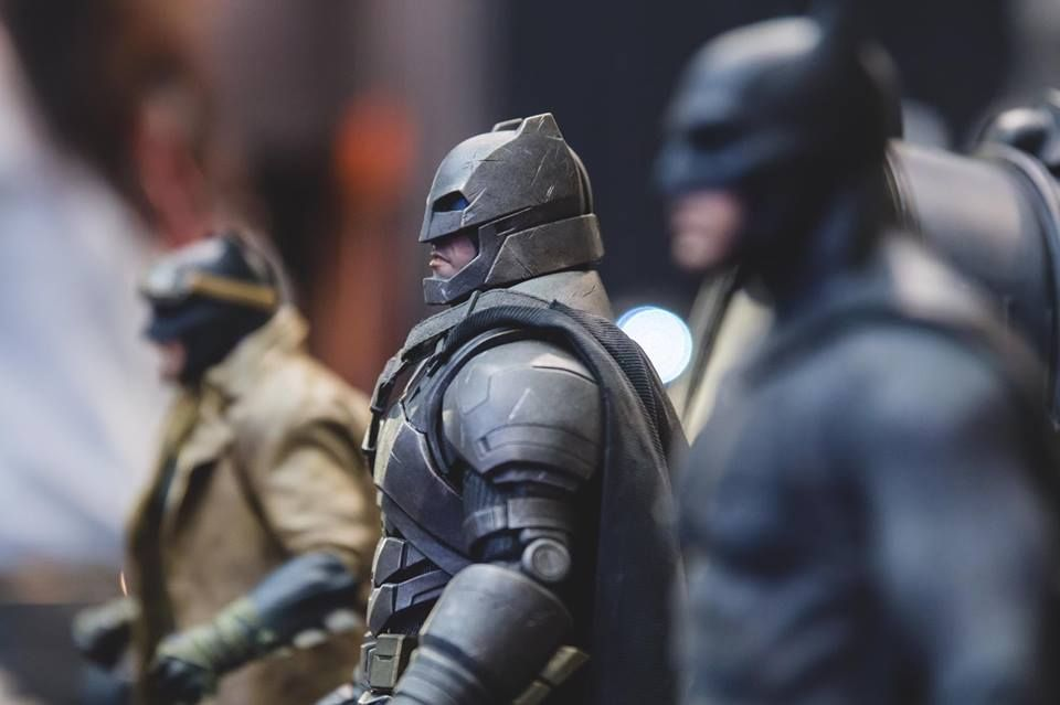 1/6 Hot Toys MMS Batman v Superman: Dawn of Justice Armored Batman Collectible Figure - Page 9