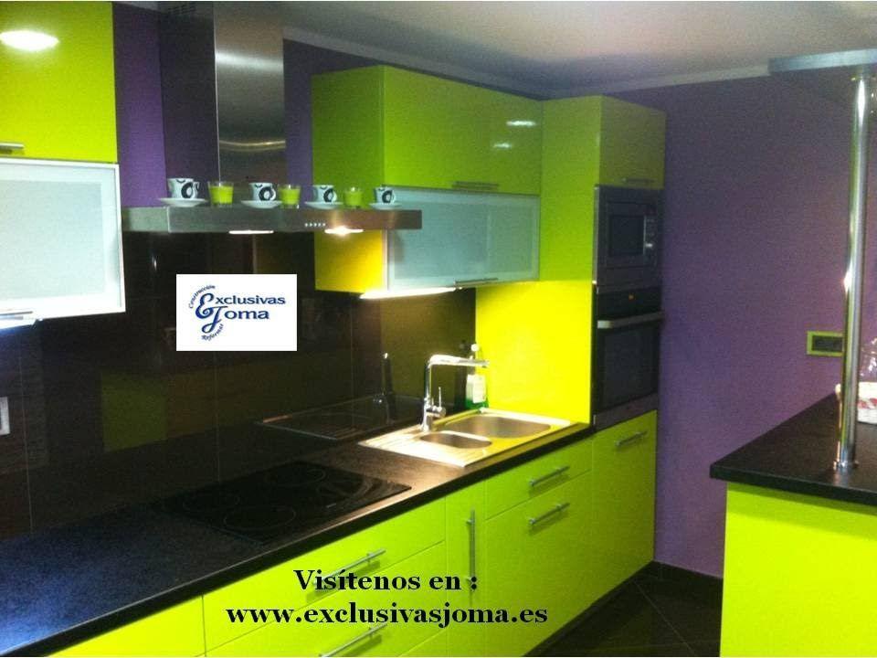 Muebles de cocina en verde pistacho alto brillo y encimera for Encimera negra brillo