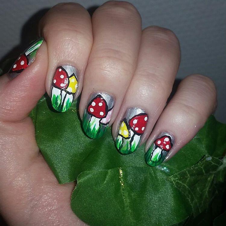 """12 likerklikk, 1 kommentarer – ~Kristine Ithilien~ (@kristine_ithilien) på Instagram: """"Have spent the last few hours painting my nails. * * * * * #nailpolish #neglelakk #negledesign…"""""""