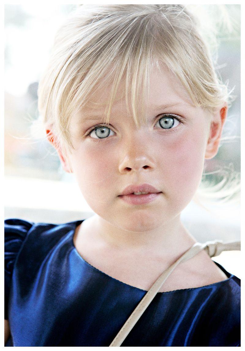 Royal blue | Niños rubios, Ojos azules, Niños del mundo