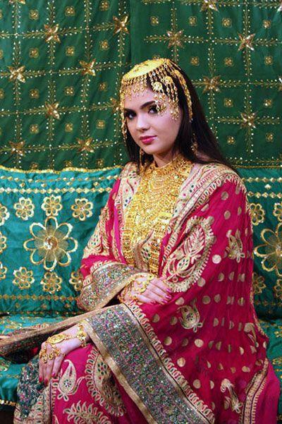 traditional dress of qatar arabian endowment