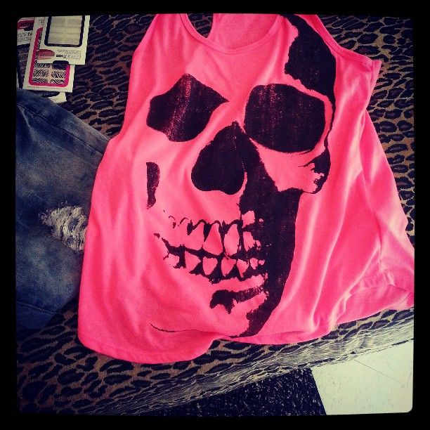Skull Top♥ I don't like the pink in it though