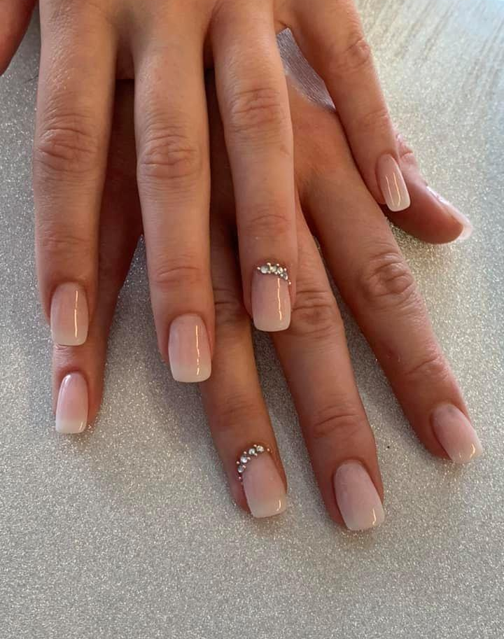 Full Set Acrylic Hands 25 We Can Host Wedding Parties And Special Event Groups Call Salon To Book Gems And Nail Art Are An Ex Fake Nails Nails Manicure