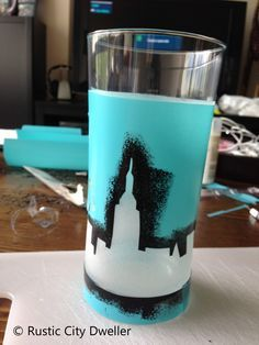 Easy New York themed centrepieces. Put a battery-operated tea-light inside for the full effect.