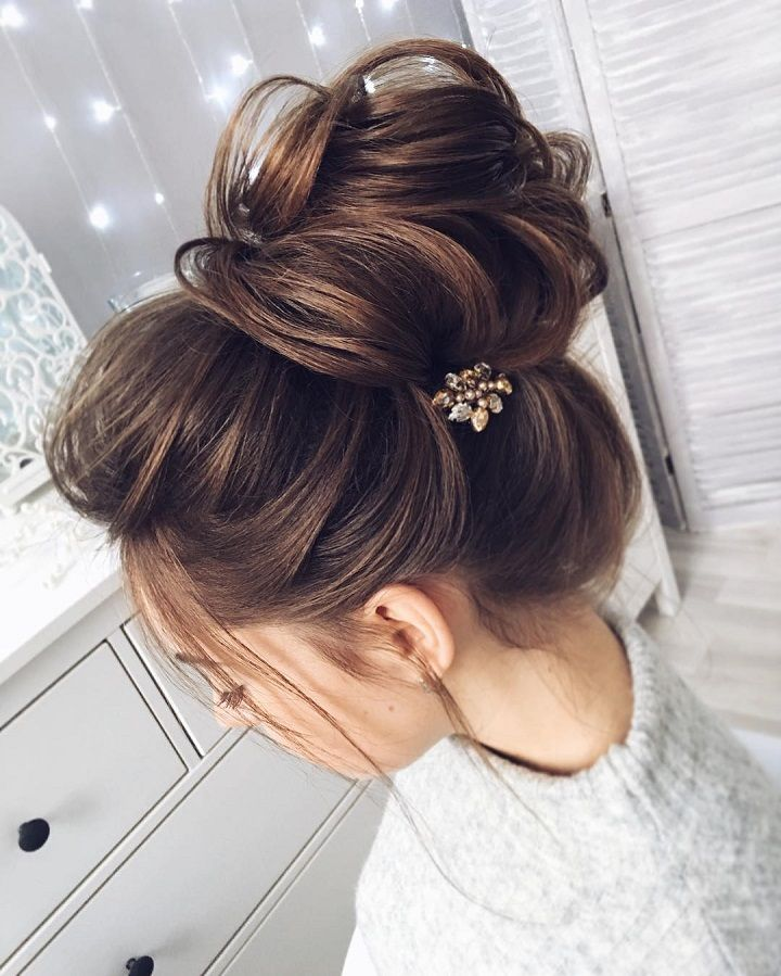 Chic Messy Bun For Straight Hair Wedding Peinados Elegantes Cabello Peinados Para Xv