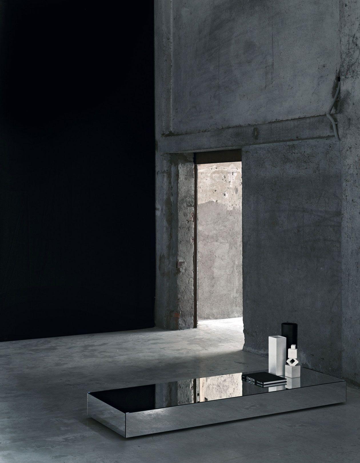 Glasitalia http://www.glasitalia.com/prodotti.php?prod=300&grp=tavoli/consolle/scrittoi