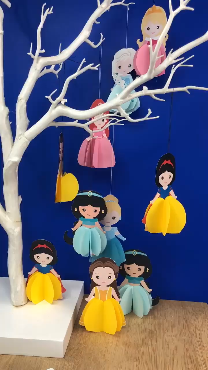 We ADORE these Paper Princesses. So easy to make and they look FABULOUS! 9 different printables to choose from (all free) and they are wonderful as Paper Ornaments for the Christmas Tree or as little