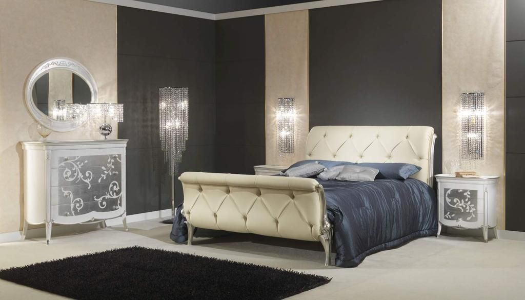 Art Decò Style Bedroom Set An Absolutely Charming Deco Shown In White Leather And Wood Finish Lacquered Silver Leaf