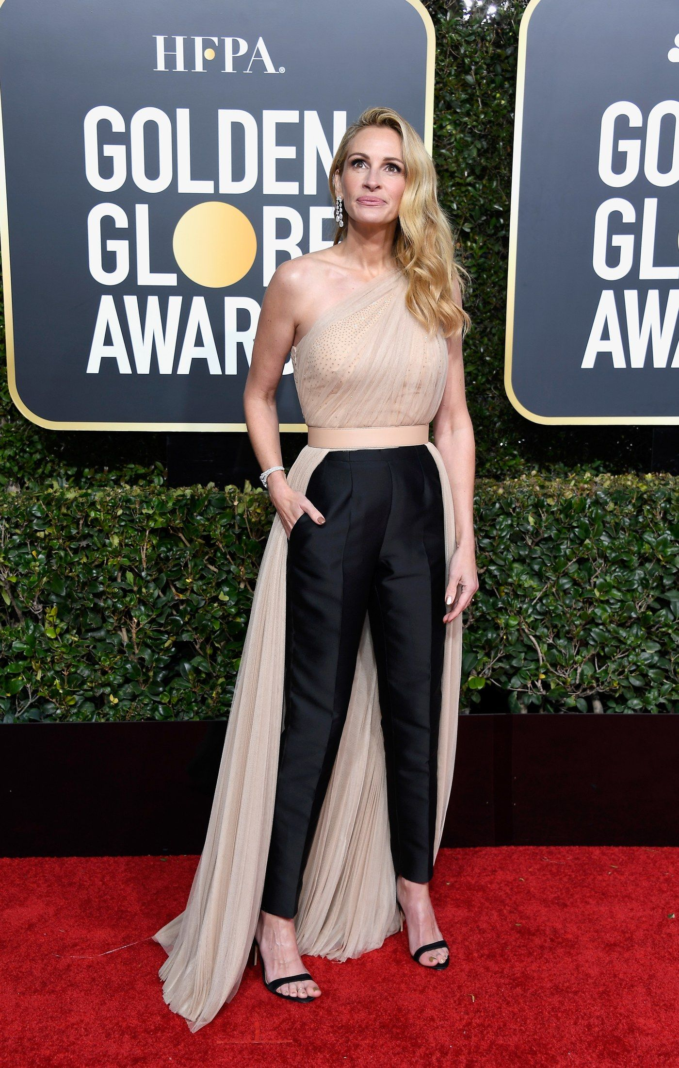 At 60 Jamie Lee Curtis Turns Shocking White Everything Into The Ultimate Red Carpet Move Red Carpet Outfits Golden Globes Red Carpet Celeb Dresses Gowns [ 2200 x 1400 Pixel ]
